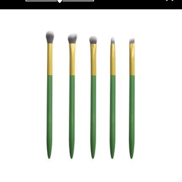 NEW Lavish Eyeshadow Brush Set